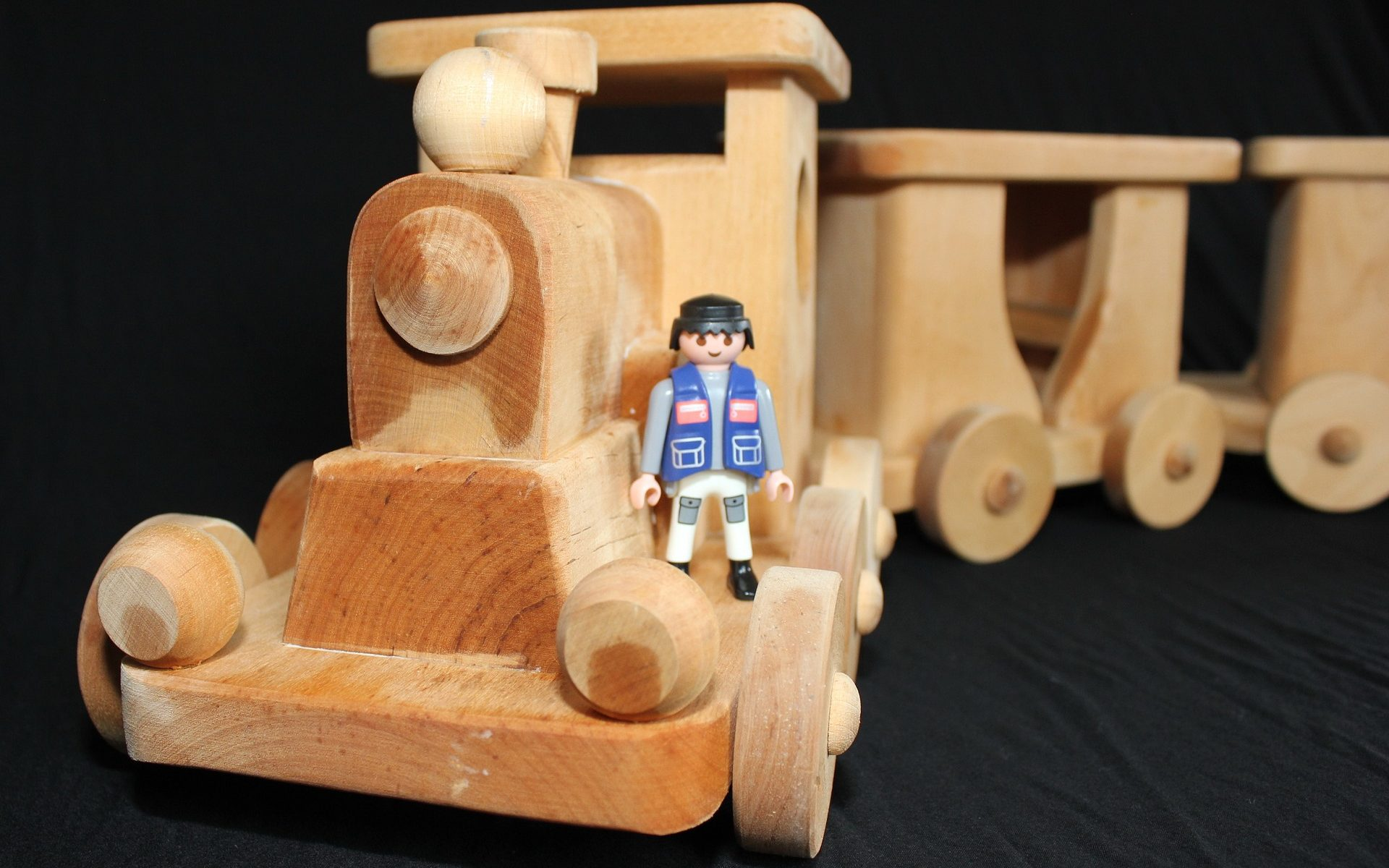 how to make a wooden train engine and wagons: choosing your